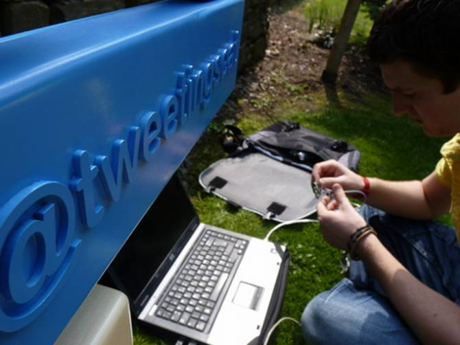 TweetingSeat - twitter-bench