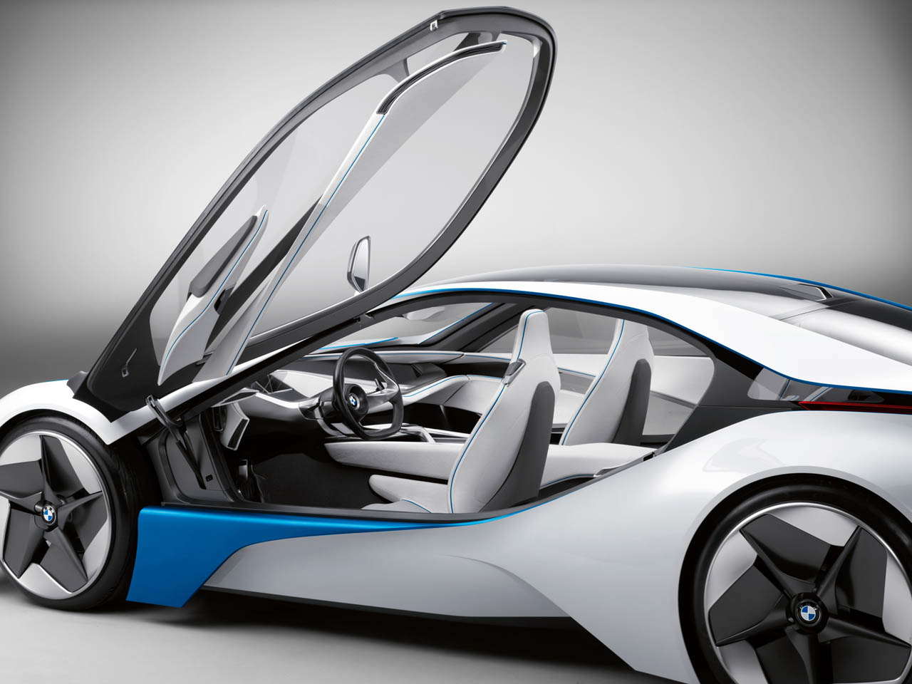 Opening the door - BMW Vision Efficient