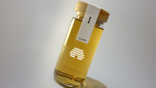 Clear glass showcase the pure honey content